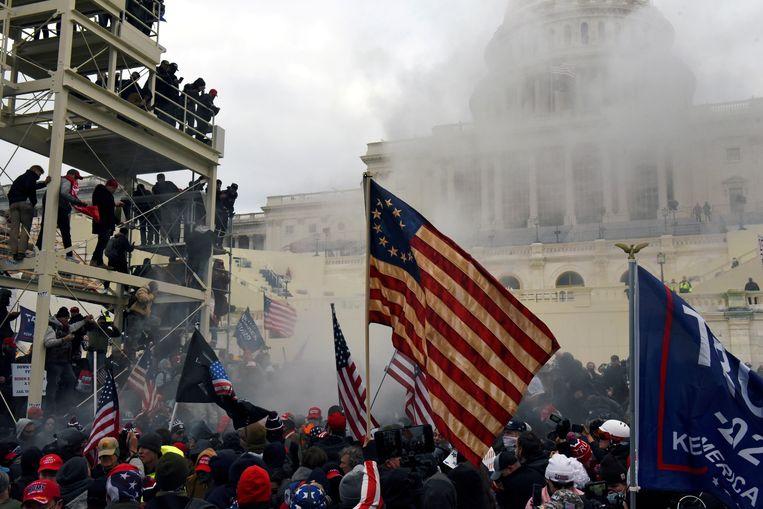 Aanhangers van de Amerikaanse president Donald Trump tijdens de bestorming van het Capitool op 6 januari in Washington. Beeld REUTERS