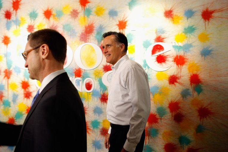 Mitt Romney (rechts) gisteren op bezoek in het kantoor van Google in Chicago, Illinois. Beeld getty