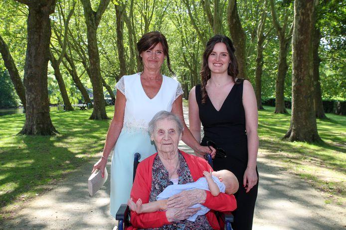Josephina Van Paemel (96) is een trotse overgrootmoeder nu Billie Corbesier geboren is.