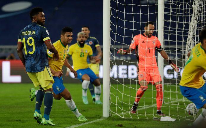 Casemiro maakt ver in blessuretijd de winnende.