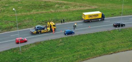 Auto en vrachtwagen botsen op afrit A73