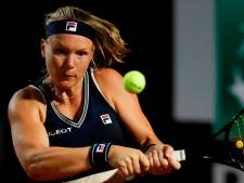 Bertens vindt weg omhoog en wint eindelijk eerste partij op WTA Tour in 2021