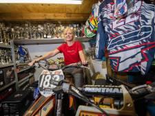 Haar beide kinderen rijden internationaal motorcross. En Thea uit Apeldoorn maar wassen