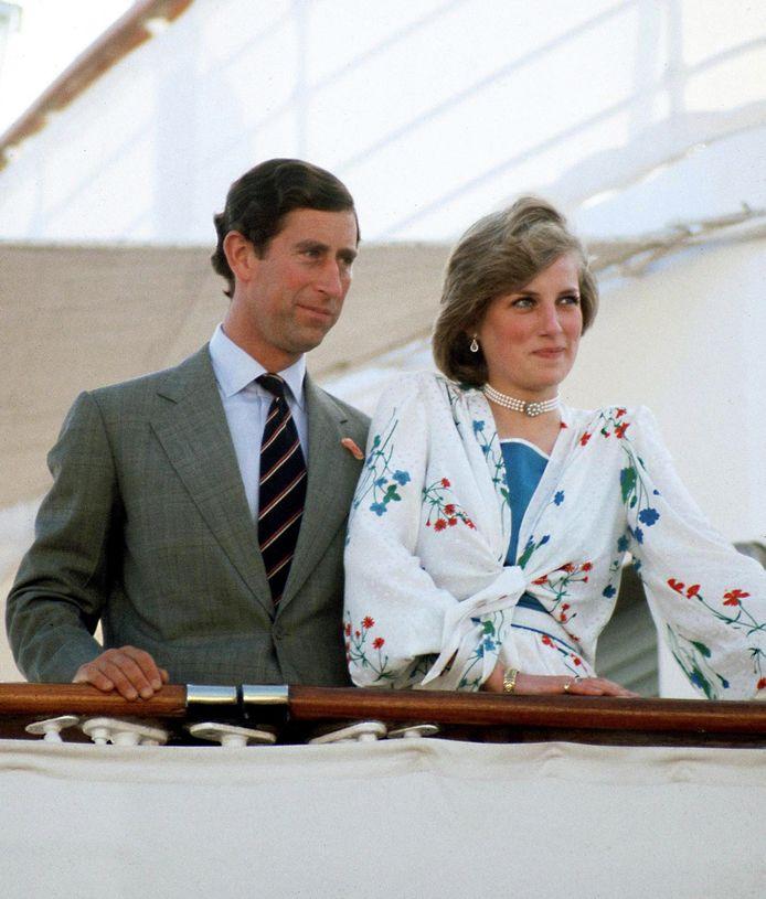 Prinses Diana en prins Charles aan boord van de Britannia, klaar voor hun huwelijksreis in 1981.