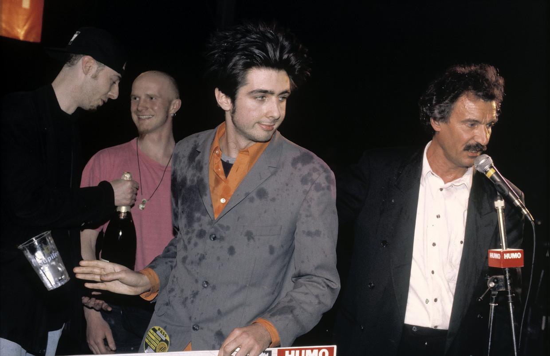 Evil Superstars en Guy Mortier tijdens de finale van Humo's Rock Rally in 1994 Beeld Gie Knaeps