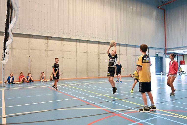 Liefst 2.600 kinderen en jongeren namen de voorbije zomervakantie deel aan sportkampen en jeugdactiviteiten van de stad.