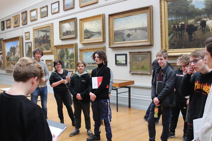 De leerlingen speelden voor één dag museumgids in het Museum voor Schone Kunsten.