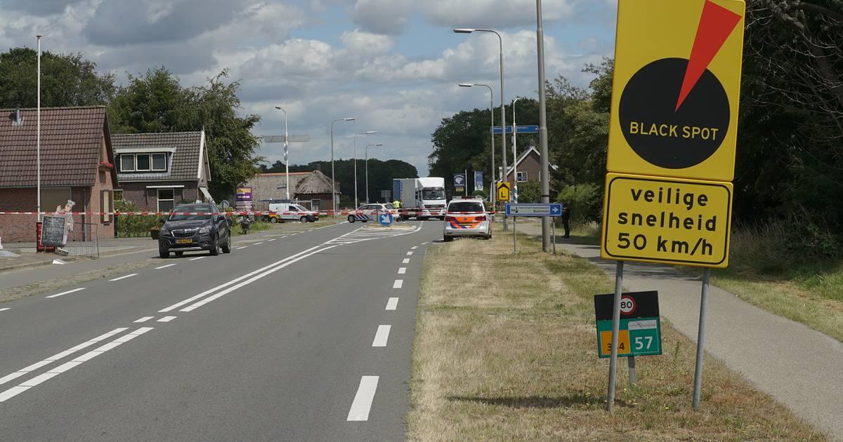 Verwondingen en fiets doormidden na aanrijding bij oversteken in Bathmen.