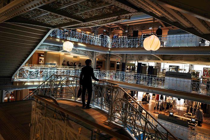Het warenhuis werd volledig gerenoveerd. De beschermde erfgoedelementen - de mozaïeken en smeedijzeren balustrades bijvoorbeeld - bleven behouden.
