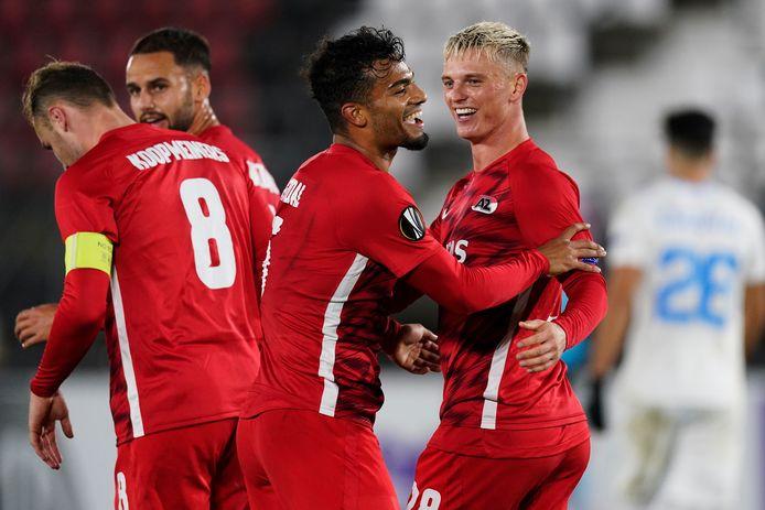Vreugde bij AZ na de 4-0 van Albert Gudmundsson (r)