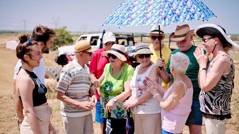 De eerste aflevering van 'De Wereld Rond Met 80-jarigen' vliegt de senioren naar -wauw- Dallas.