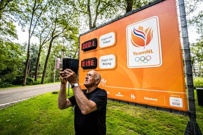 Anton van der Meijden stond op de camping vlakbij Papendal en kwam even een selfie maken met het aftelbord.