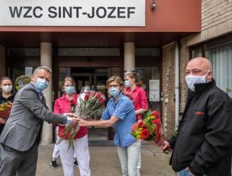 Vooruit behoudt traditie en deelt rode rozen uit aan Hamse woonzorgcentra