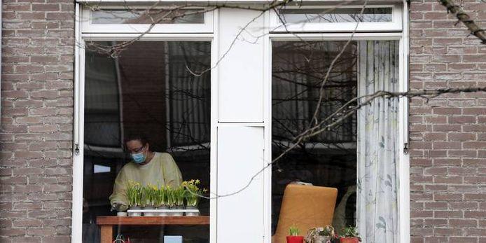 Verpleeghuizen zijn gesloten, alleen zorgpersoneel mag nog naar binnen.