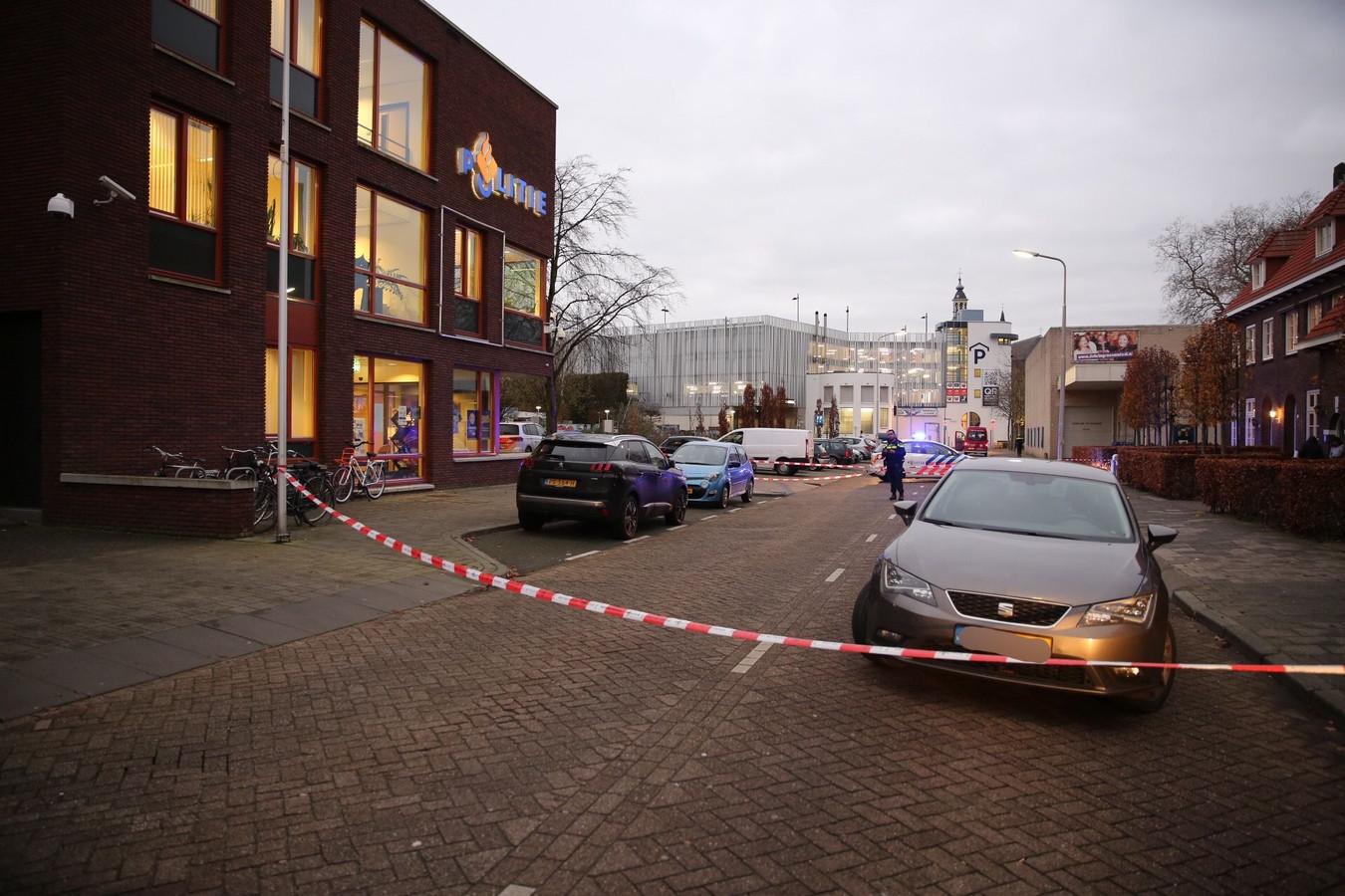 Younes B., een van de verdachten van de schietpartij op de Desmijndijk,  raakte eind 2017 zelf gewond bij een schietpartij op de Diamantdijk. Hij vluchtte toen met zijn huurbusje naar het politiebureau in de Nieuwstraat.
