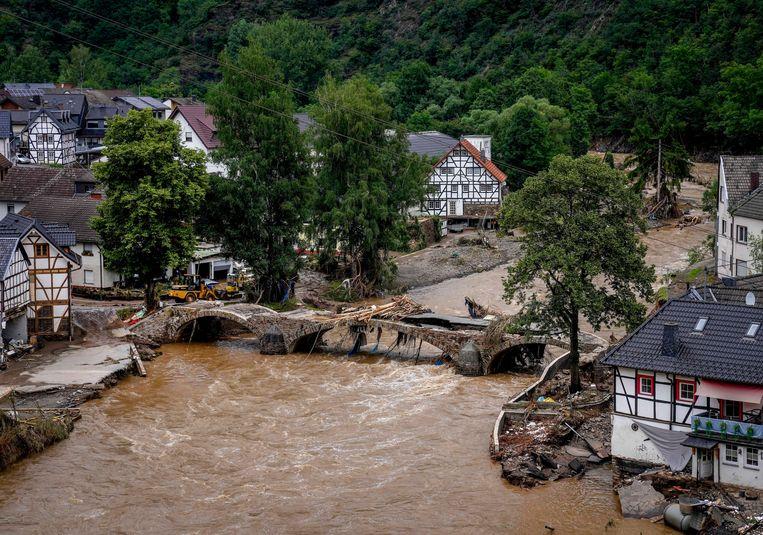Een vernielde brug in Schuld Beeld AP