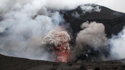 Vulkaan barst uit op Vanuatu: duizenden geëvacueerd