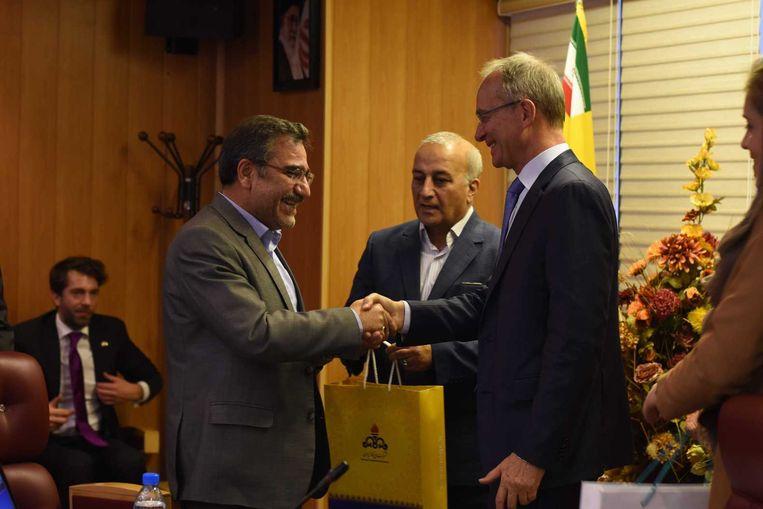 Minister Henk Kamp tijdens zijn bezoek aan Iran afgelopen november Beeld anp