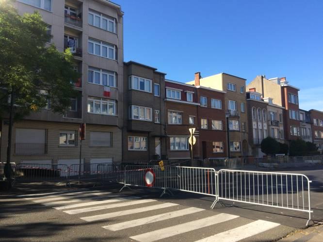 """Bewoners moeten huizen verlaten door scheuren in de muren: """"Plots begon alles te kraken, we moesten daar zo snel mogelijk weg"""""""