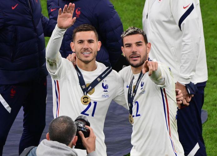 Lucas Hernandez (links) en Theo Hernandez (rechts) vieren de winst in de finale van de Nations League.