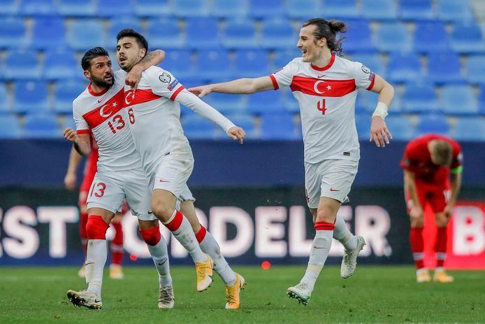 Ozan Tufan (2x) en Çağlar Söyüncü maakten de goals voor Turkije.