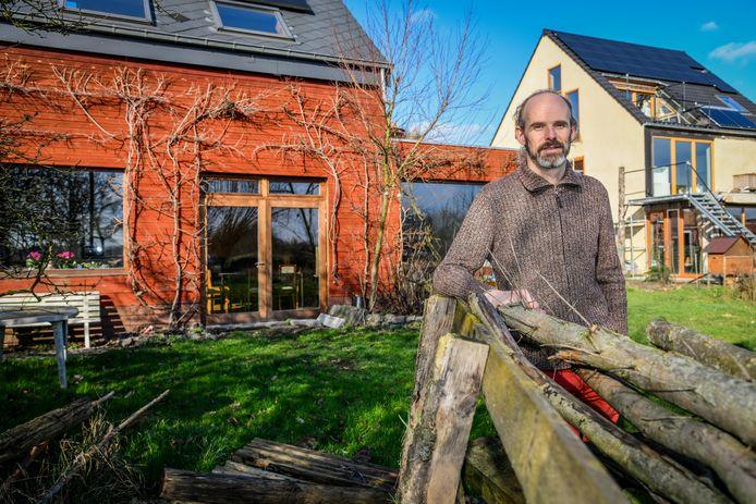 Bruno Verschaeve heeft aan zijn cohousing-project in de Kakemanstraat een demotuin met groene gevels.