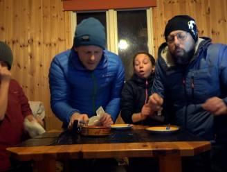 Maarten, Staf en de kinderen doen de surströmming-challenge in 'Camping Coppens'