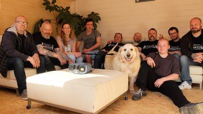 Tatto Feedom schenkt 'living' voor honden aan Dierenbescherming