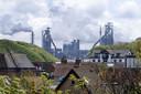 Terwijl in de omgeving van staalproducent Tata Steel het aantal kankergevallen hoger is dan het gemiddelde in Nederland, moest de naam van de staalproducten uit een rapport verdwijnen van GGZ-directeur Bert van de Velden.