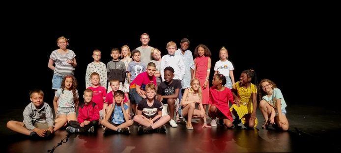 De kinderen van het vierde leerjaar van basisschool De Kleine Wereld in Asse hebben de voorbije maanden zelf toneel gespeeld.