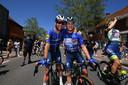 Mark Cavendish (l) en Remco Evenepoel na het dubbele succes in de slotrit: dag- en eindzege.