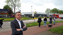 Henk Visscher bij zijn bedrijf waar woensdagmiddag brand uitbrak.