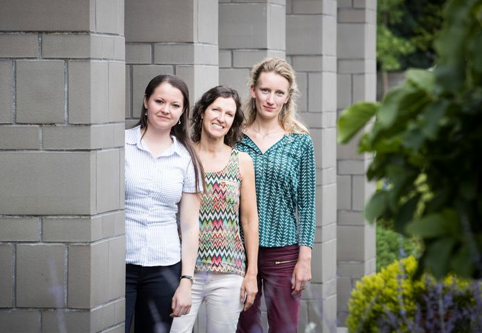 Senada, Willemien Hak en Linde hebben samen de voorlichting over jonge mantelzorgers ontwikkeld.