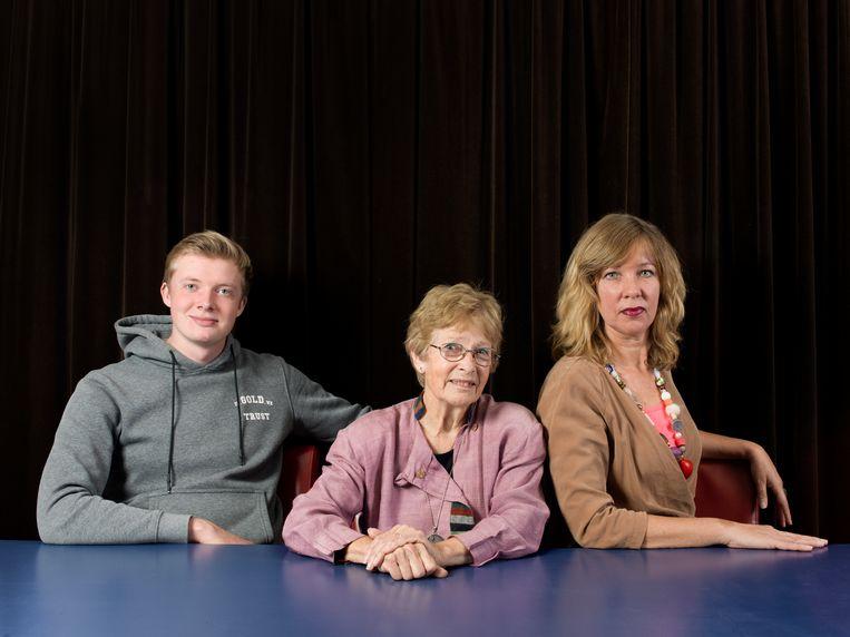 Josse Wilbrink (18), Nel Bouma (82) en Gemma van Linden (52). Beeld Eva Roefs