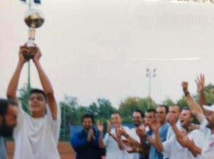 Gnjatovic toegejuicht bij een van zijn triomfen op junioresniveau.