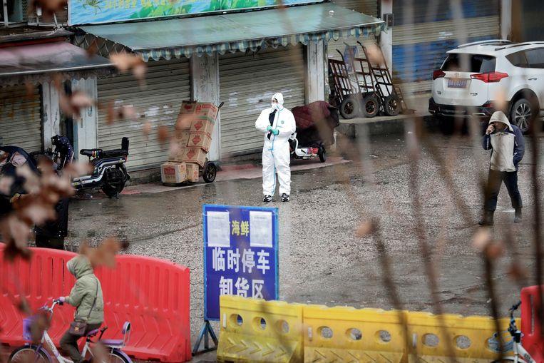De markt in Wuhan waar de coronapandemie mogelijk is ontstaan. Beeld REUTERS