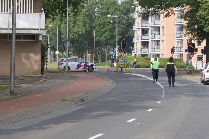 Meerdere straten in Enschede zijn woensdagochtend afgezet wegens een gaslek. Mensen worden uit de buurt weggestuurd door de politir.