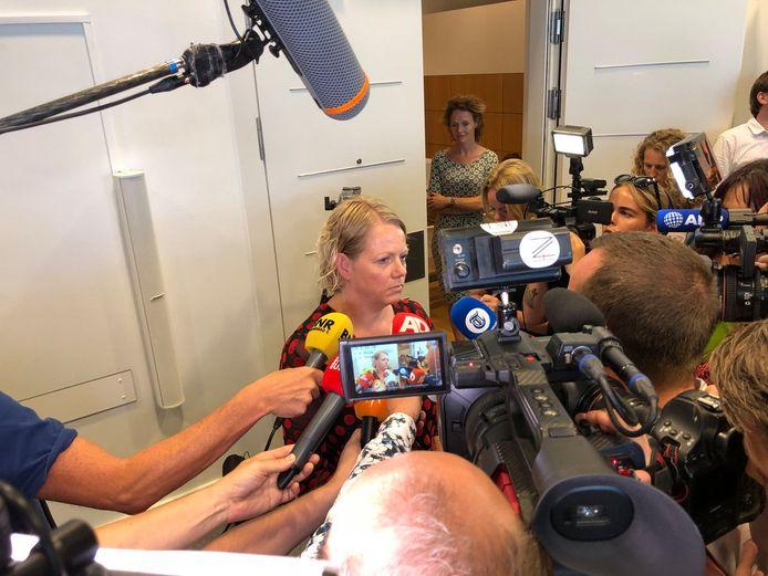 Ruth Jager, de advocaat van de familie Faber, staat de media te woord.