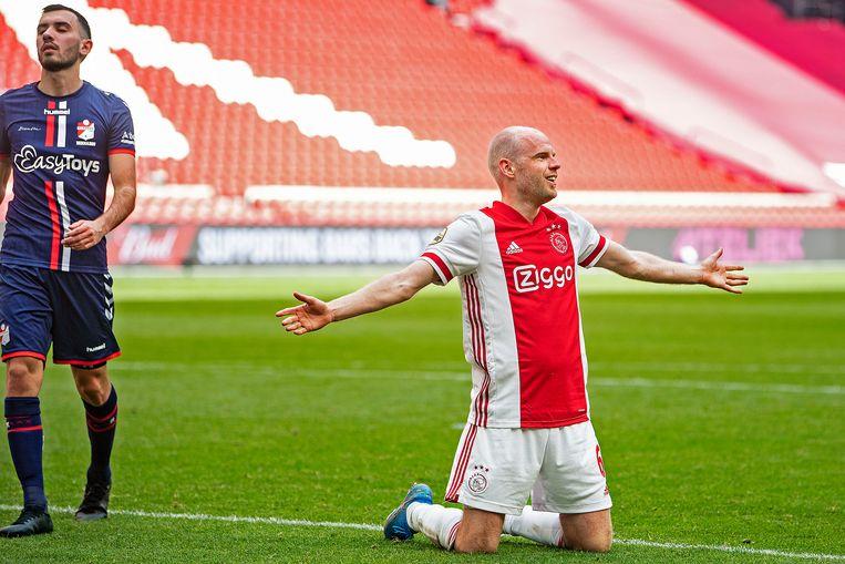 Davy Klaassen heeft de 4-0 binnengekopt. Beeld Guus Dubbelman / de Volkskrant