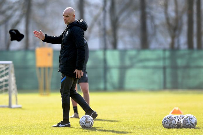 Thomas Letsch staat op dinsdag 22 juni voor de eerste keer met Vitesse op het trainingsveld op Papendal.