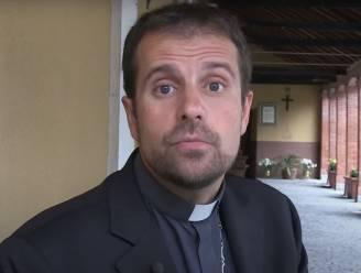 Spaanse bisschop treedt uit omdat hij verliefd is op schrijfster van erotische boeken