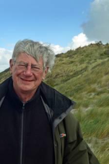 Archeoloog vond fibula's in de duinen: 'Reuze handig als je een edelhert achterna zit'