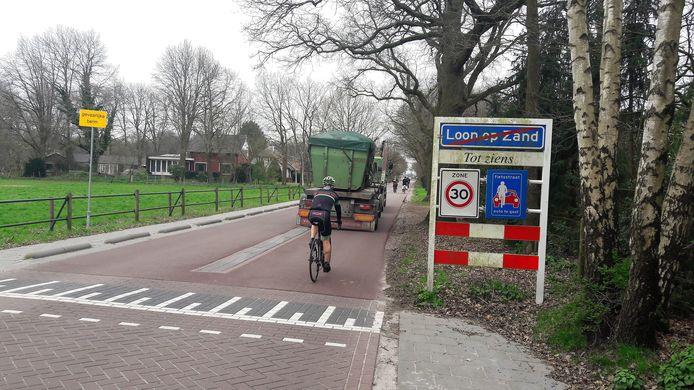 Begin van de fietsstraat op de Kloosterstraat in Loon op Zand.
