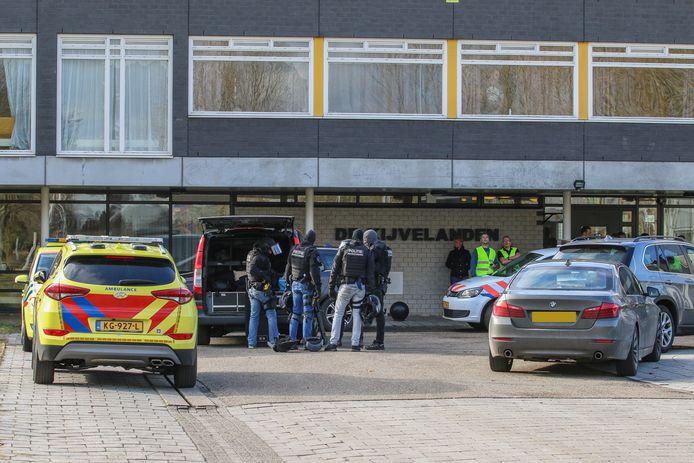 Een arrestatieteam hield de verdachte van de steekpartij vrijdag aan in kliniek De Kijvelanden in Poortugaal.