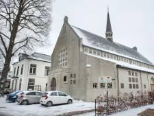 Dementerenden naar terrein van Opstandingskerk Dieren