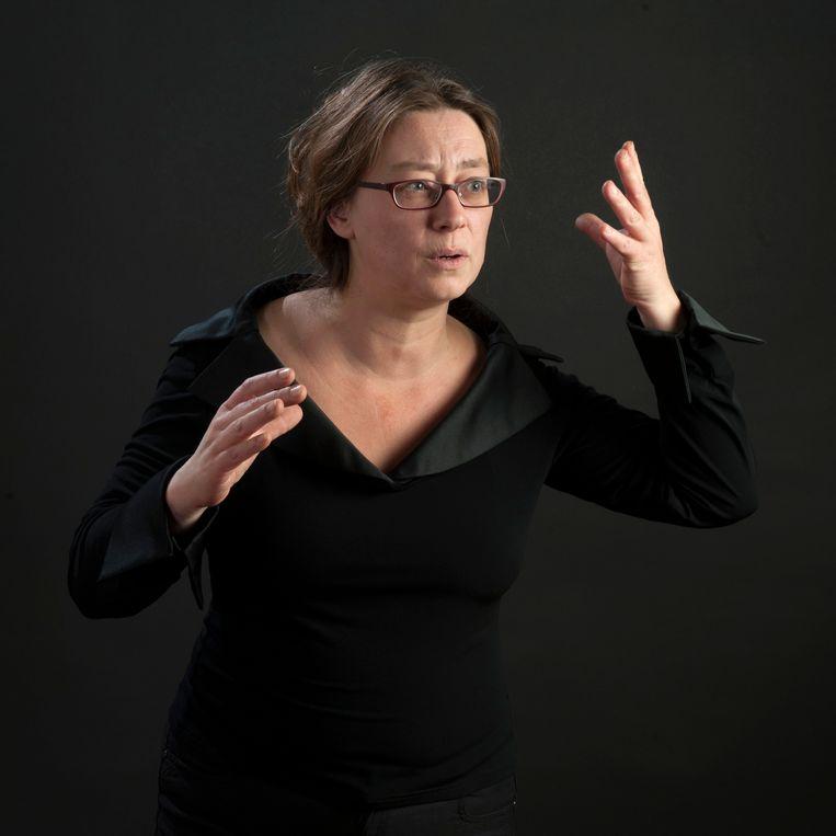 Dirigent Maria van Nieukerken van Toonkunst Rotterdam. Beeld Lou Wolfs/ Toonkunst Rotterdam