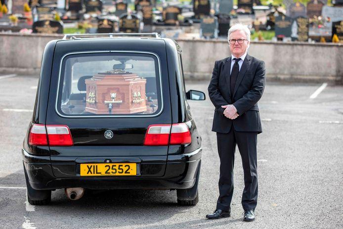 Een eenzame begrafenis in Derrylin, Noord-Ierland.