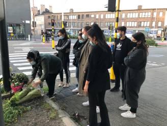 Inwoners leggen bloemen neer om 27-jarige fietsster te herdenken