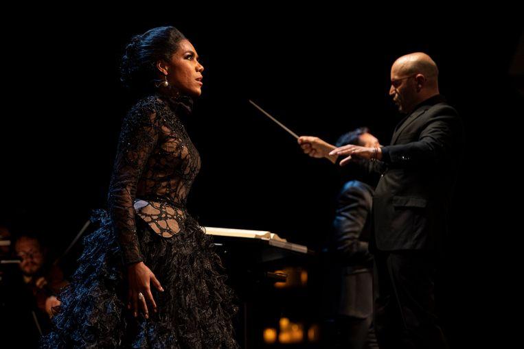 Mezzosopraan J'Nai Bridges met dirigent Enrique Mazzola in Donizetti Queens in Concert. Beeld De Nationale Opera / Ben van Duin