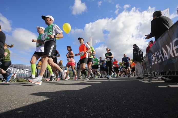 De Utrecht Marathon is vanmorgen gestart op het Utrecht Science Park